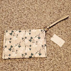 🎈2/$15 Floral clutch wristlet
